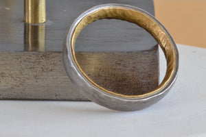 Load image into Gallery viewer, Malcolm Betts 6mm Thick Platinum 22k yellow gold interior comfort fit hammered wedding band dual metal