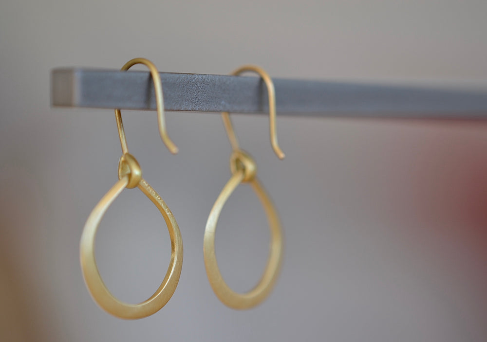 Marian Maurer Small Dakri Hoop Earring ear wire 18k recycled yellow gold satin finish hoops