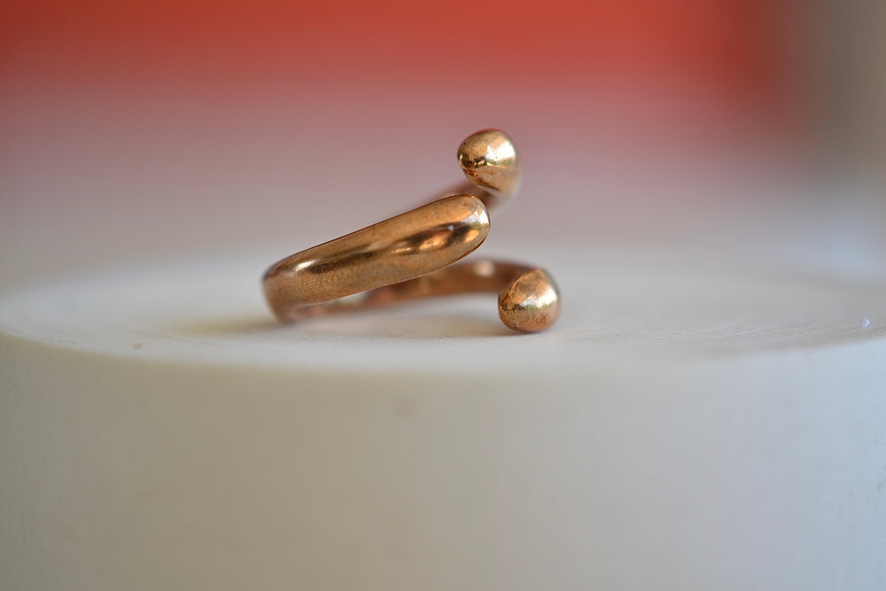 Load image into Gallery viewer, Monica Castiglioni Abbracci 01 Ring Bronze