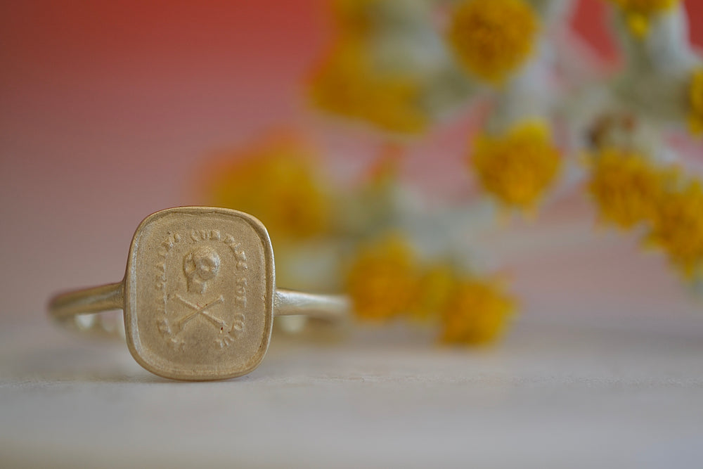 Makiko Wakita Memento More Motto Signet Ring 14k yellow gold satin finish  skull cross bones Fearless live without regrets