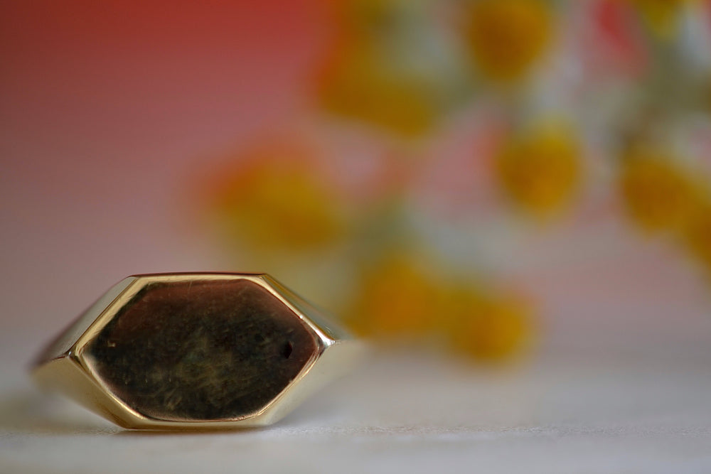 Load image into Gallery viewer, Makiko Wakita Hexagonal Signet Ring 14k yellow gold solid unisex knife edge band