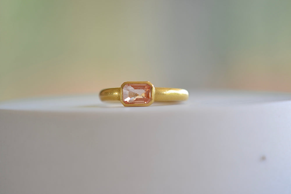 Load image into Gallery viewer, Kothari Orange Sapphire Ring 22k yellow gold