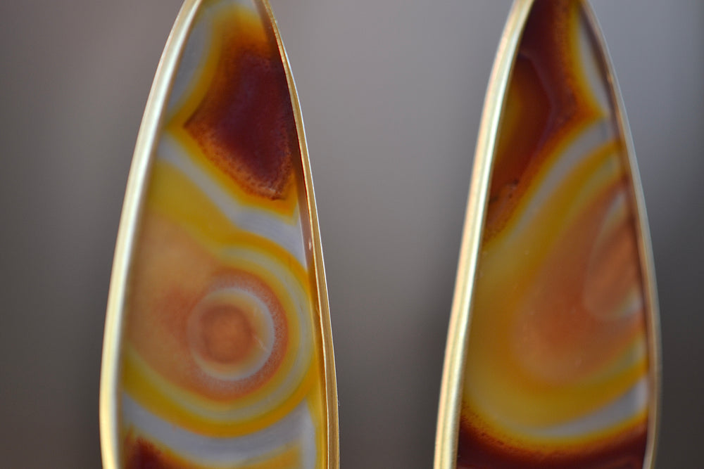 Load image into Gallery viewer, Tej Kothari Large Laguna Agate One of a kind 18k yellow gold earrings