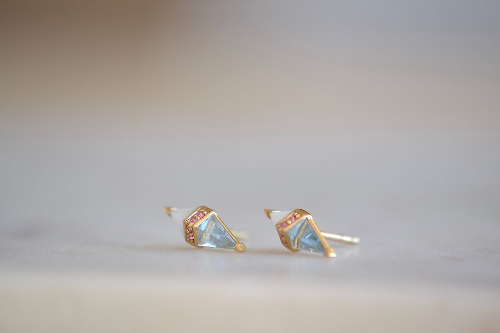Sorellina Pietra Studs in White Onyx, Blue Topaz and Pink Sapphires 18k yellow Gold