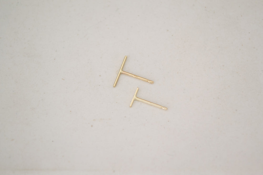 Kathleen Whitaker Staple Earring Bar 14k yellow gold stud| OK