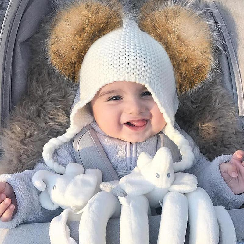 Children raccoon fur cap with two balls to protect ears