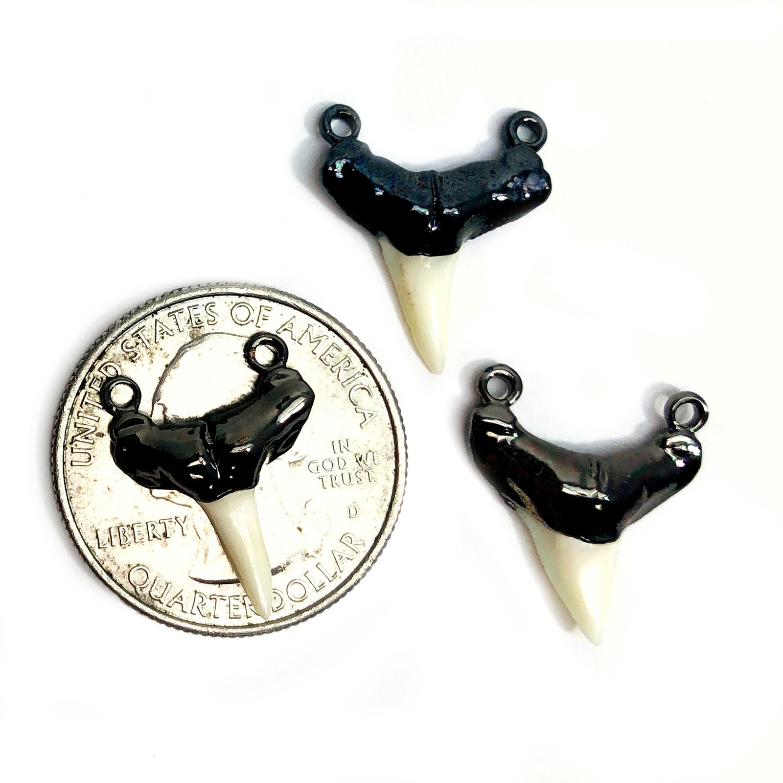 Shark Tooth Pendant Connector Electroplated Gun Metal (S35B21-11)