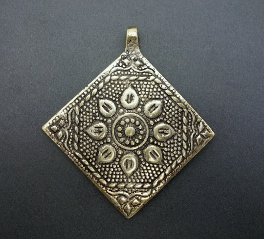 Lovely Diamond Shaped Tibetan-style Pendant with Flower Repousse Pendant and Brass Bail (S52B8-01)