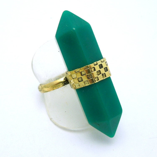Tibetan-style Brass and Green Double Termiated Pencil Point Adjustable Ring (S52B8-03)
