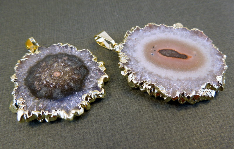 Stalactite Round Amethyst Slice Druzy Crystal Edged in 24k Electroplated Gold Pendant (S1b4-03))