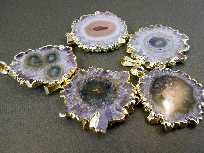 Stalactite Round Amethyst Slice Druzy Crystal Edged in 24k Electroplated Gold Pendant (S1B5-1)