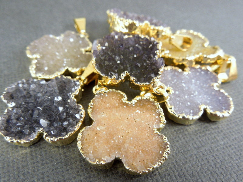 Druzy Clover Pendant with 24k Electroplated Gold Edge(S1B1-08)