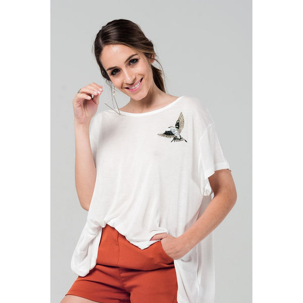 White oversized t-shirt with embroidered detail - Epethiya