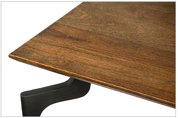 ANKLE DINING TABLE