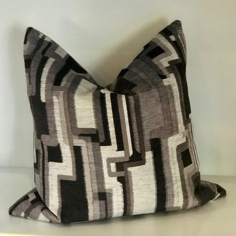 ZOEY PILLOW - GREY