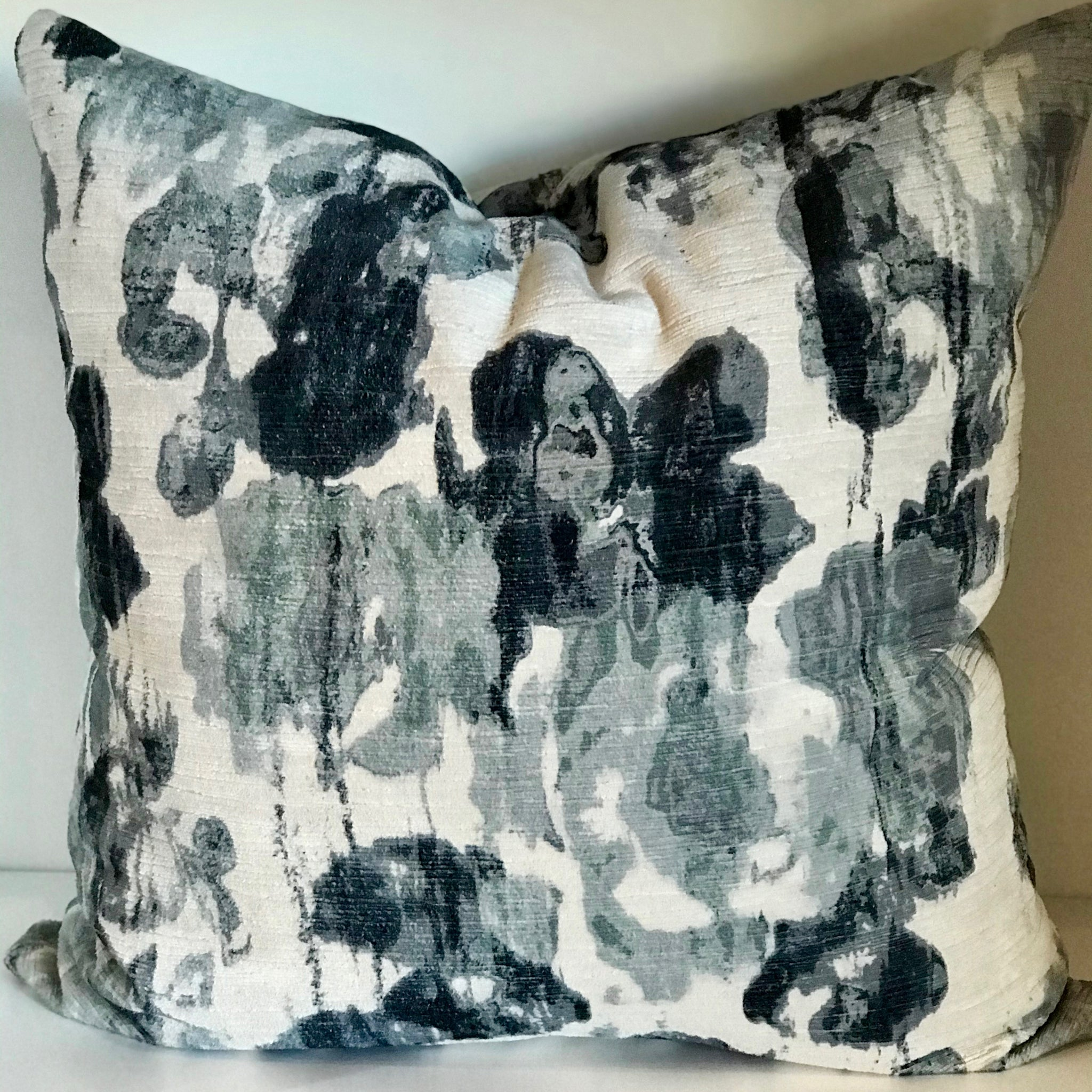 LILY PILLOW - BLUE/GREY