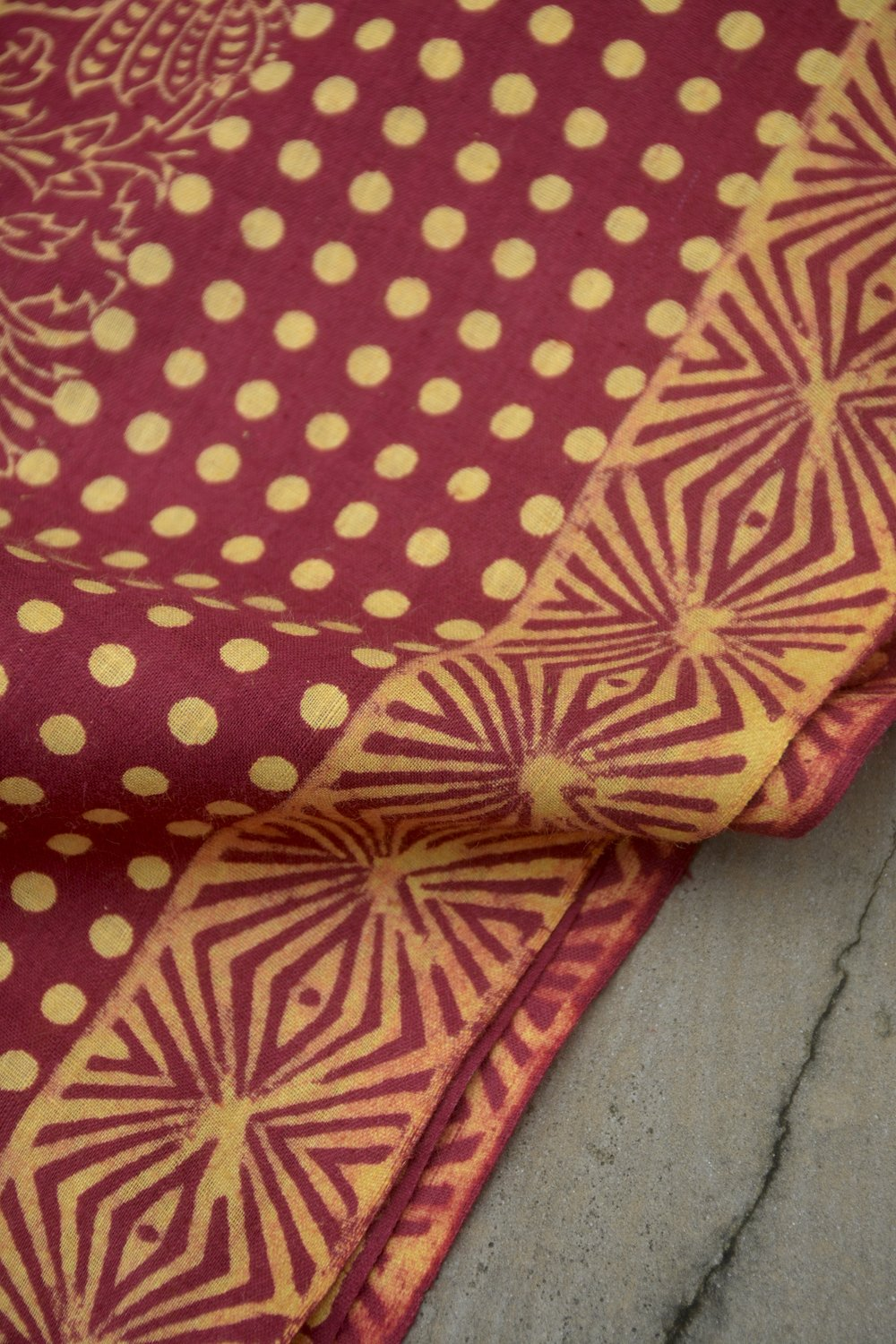 Maroon Coloured Discharge Printed Saree. - metaphorracha