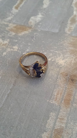 Nora - sideways crown vintage ring dark black blue stones with sparkle in gold tone - Filliae store