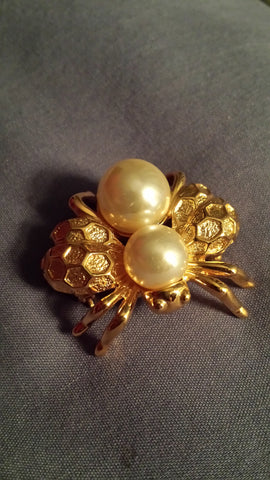 Sumiko - gold plated Napier fly shaped brooch with two big faux pearls.