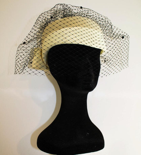 40s original vintage hat with veil / light yellow great new condition / mint condition / made in italy with love - MyLoftVintage