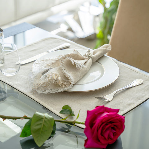 Neutral Floral Tablesetting