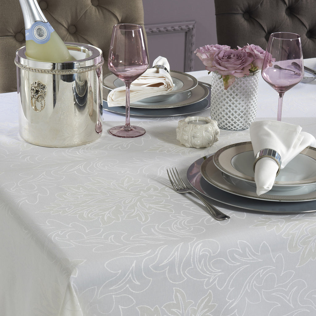 Mode Living stain resistant white tablecloth