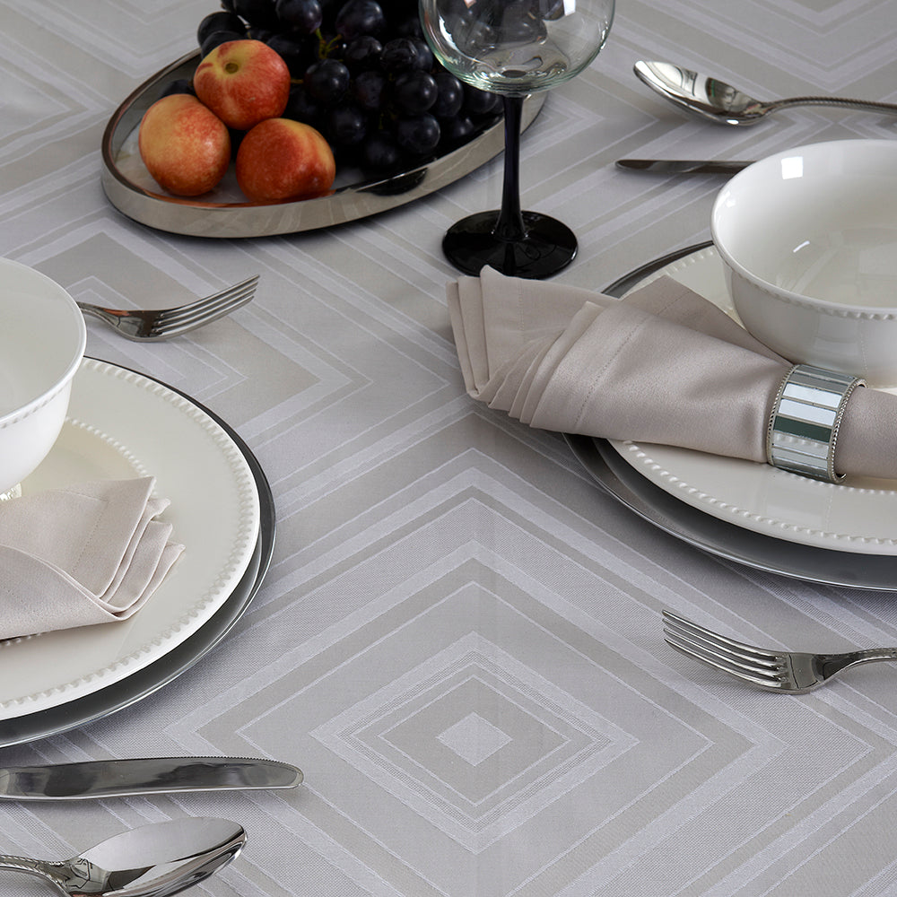 Brussels Tablecloth Set with Napkins