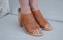 Load image into Gallery viewer, Heeled Mule - Woven leather