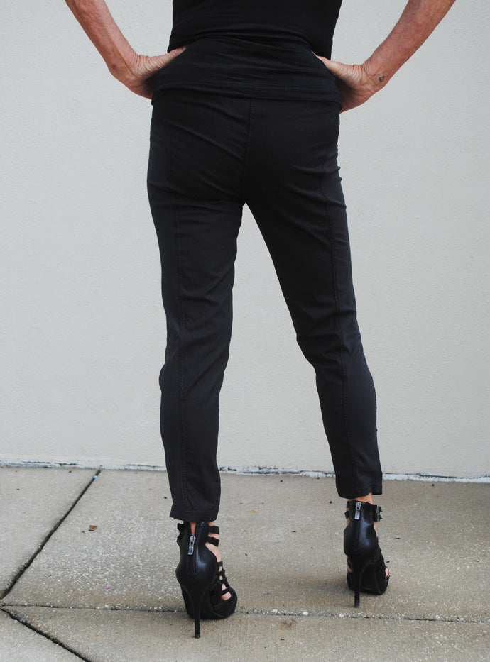 """J"" Cropped Pant Black - Summertime Boutique"