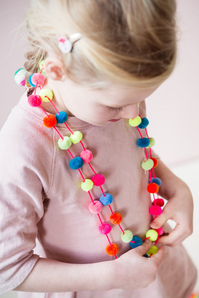 GLOBAL AFFAIRS - Necklace Pompon