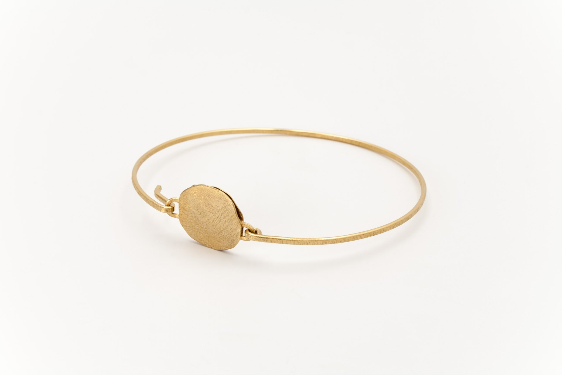 Golden Disc Bangle: Deco Echo - Magpie.Kiwi