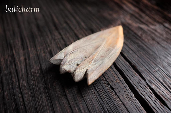 Traditional Inuit harpoon-head carved from ancient mammoth ivory for sale