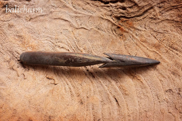 Traditional Inuit harpoon-head carved from ancient woolly mammoth tusk for sale