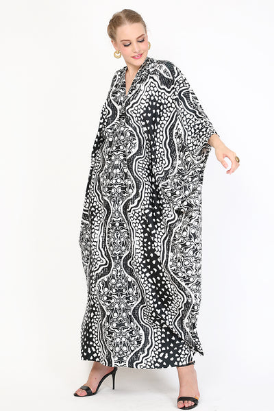 Kanzi Long Sleeve Black and White Batik Kaftan