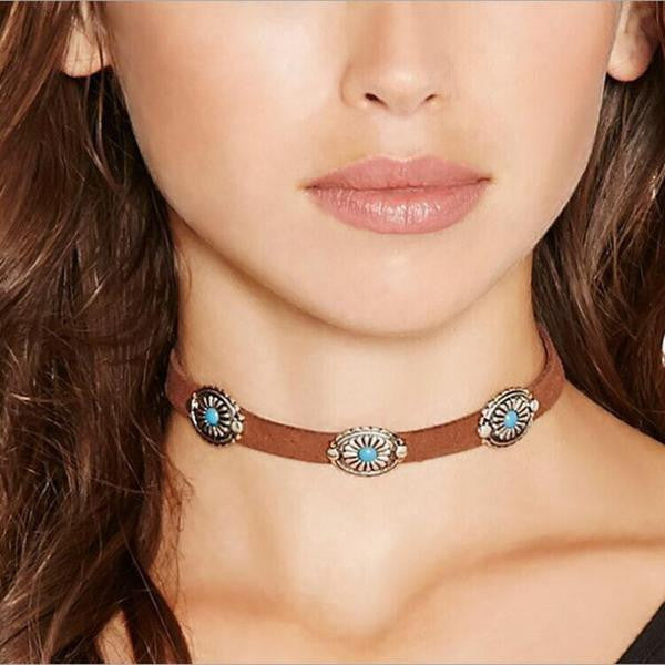 5 Tips on How to Wear the Chokers