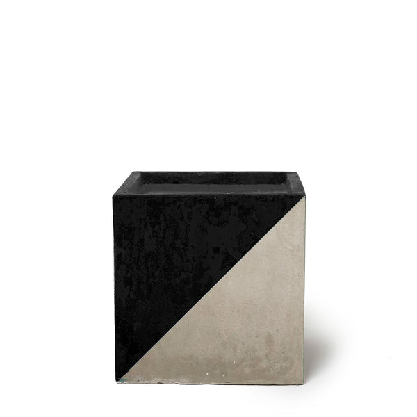 Play Pot Small Concrete Black Triangle
