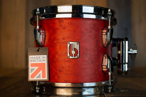 BRITISH DRUM COMPANY 8 X 7 LEGEND SERIES TOM, BUCKINGHAM SCARLETT (TOM HOLDER INCLUDED)