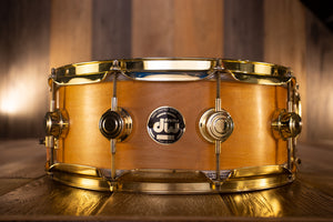 DW CRAVIOTTO 14 X 5.5 SOLID MAPLE SNARE DRUM, NATURAL SATIN, GOLD HARDWARE (PRE-LOVED)