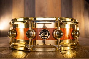DW 14 X 5 COLLECTORS SPECIALITY EDGE BRASS MAPLE SNARE DRUM, AMBER OVER FLAME MAPLE, GOLD FITTINGS (PRE-LOVED)