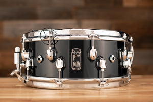 MAPEX BLACK PANTHER NUCLEUS 14 X 5.5 MAPLE / WALNUT / MAPLE SNARE DRUM, PIANO BLACK