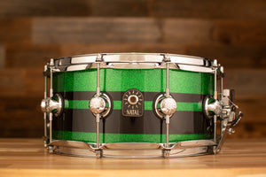 NATAL CAFE RACER 14 X 6.5 SNARE DRUM, GREEN SPARKLE WITH BLACK SPARKLE DOUBLE SPLIT
