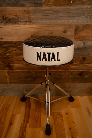 NATAL FAT TOP DELUXE DRUMMERS THRONE, BLACK TOP WITH WHITE SIDES