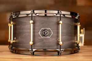 NOBLE & COOLEY 14 X 7 HORIZON SNARE DRUM, MAPLE / MAHOGANY HYBRID, BLACKWASH MATTE, BLACK CHROME / BRASS FITTINGS