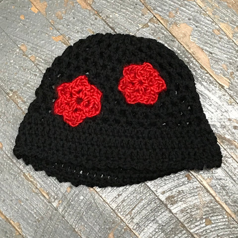 new styles abfa4 a57de Crocheted Beanie Winter Hat Cap Black Red Flowers