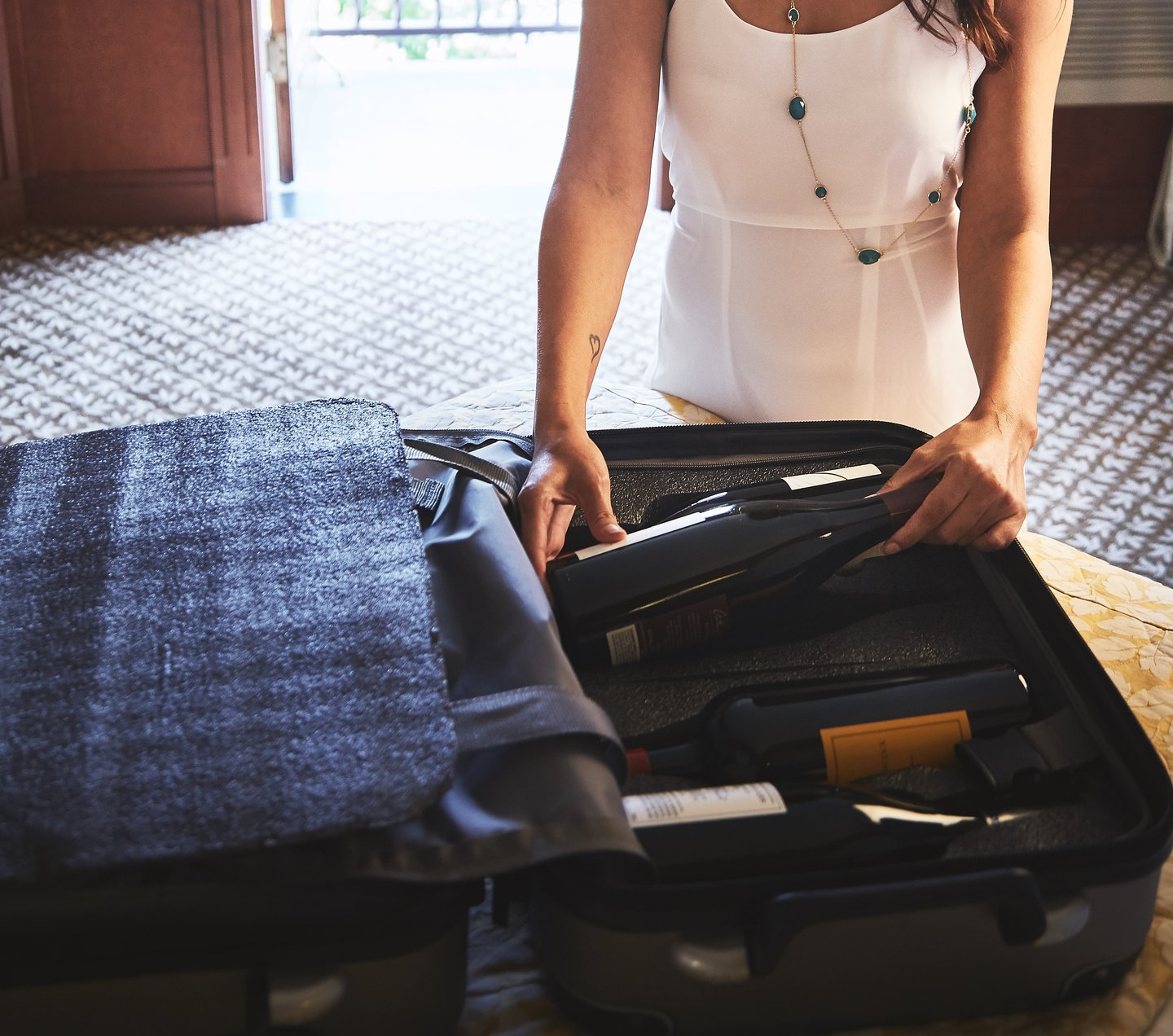 Wine Travel Suitcase & Wine Accesories