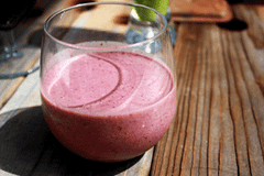 Blueberry and Flaxseed Green Tea Smoothie
