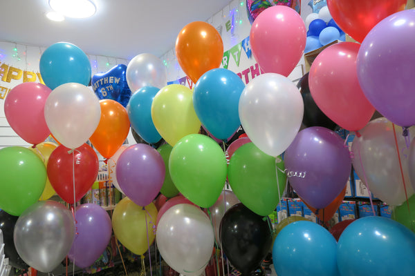 100 ceiling balloons