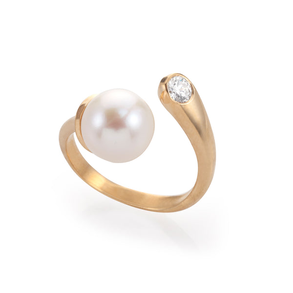 Moon pearl & diamond Hug ring