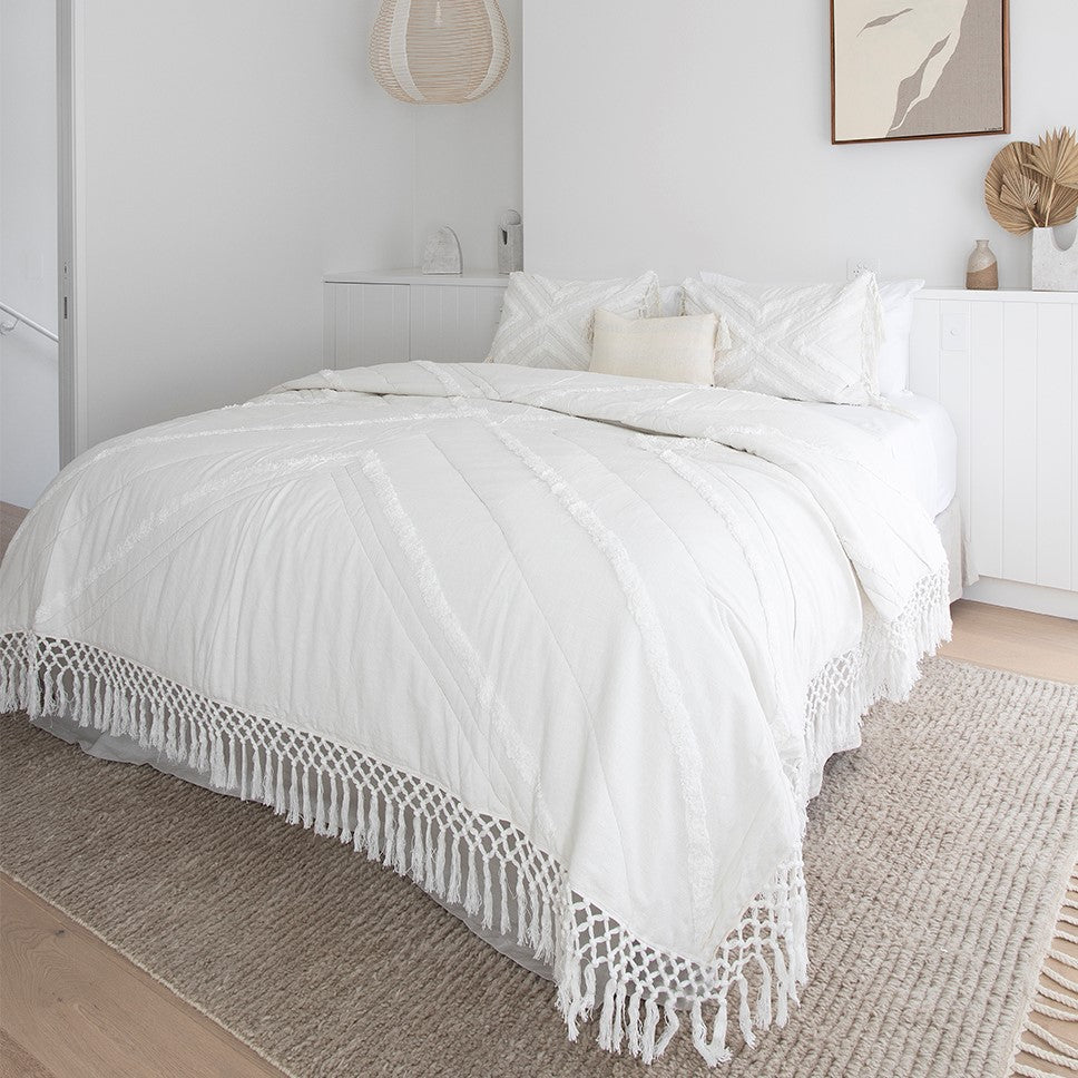 Florence Coverlet- Ivory