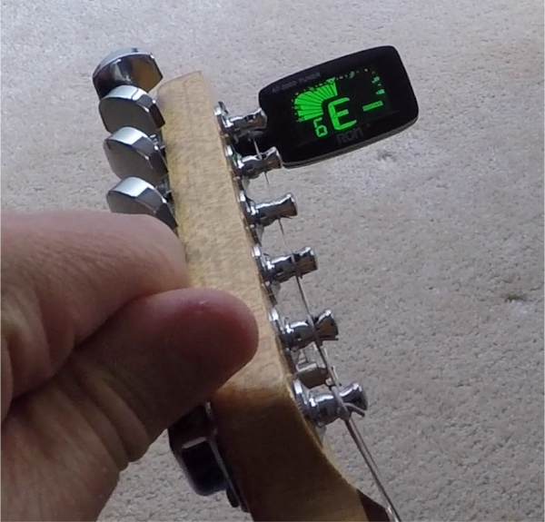 Chromatic Clip-On Tuner in Action
